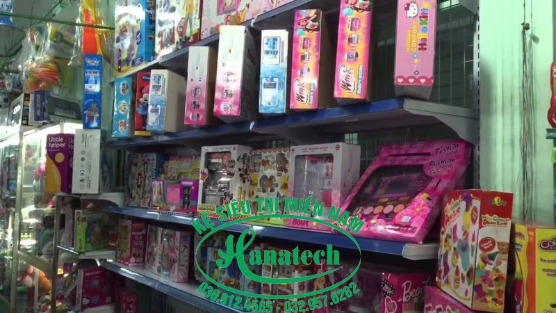 Kệ cửa hàng đồ chơi trẻ em tại TPHCM