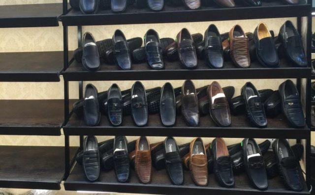 Kệ trưng bày giày dép tại TPHCM
