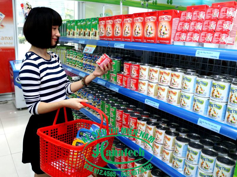 Kệ trưng bày sữa tại Vũng Tàu