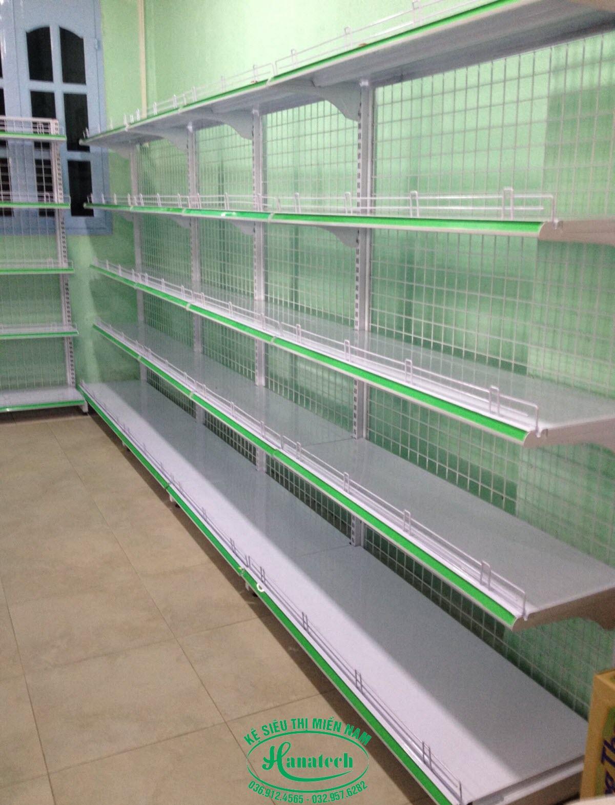 Kệ đơn lưng lưới ốp tường tại Đồng Nai